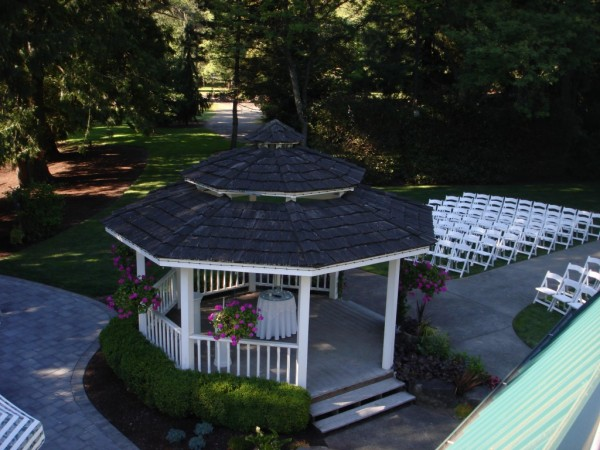 Small wedding ceremony venue at Lakeside Gardens