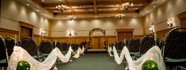 Heathman Lodge in Vancouver, WA :: Small Weddings
