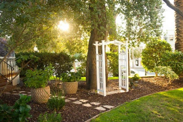 Intimate small garden wedding venue in Sacramento